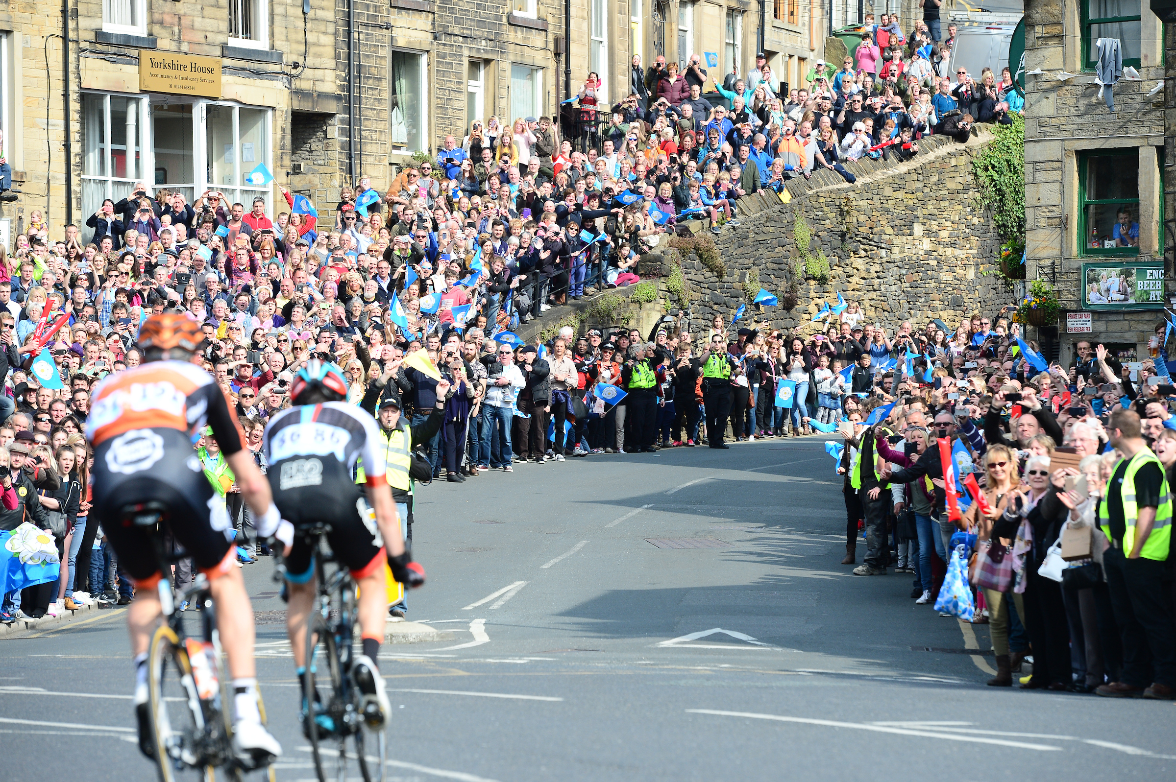 Big yorkshire crowd.JPG