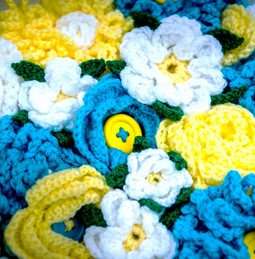 Knitted flowers in Tour de Yorkshire colours
